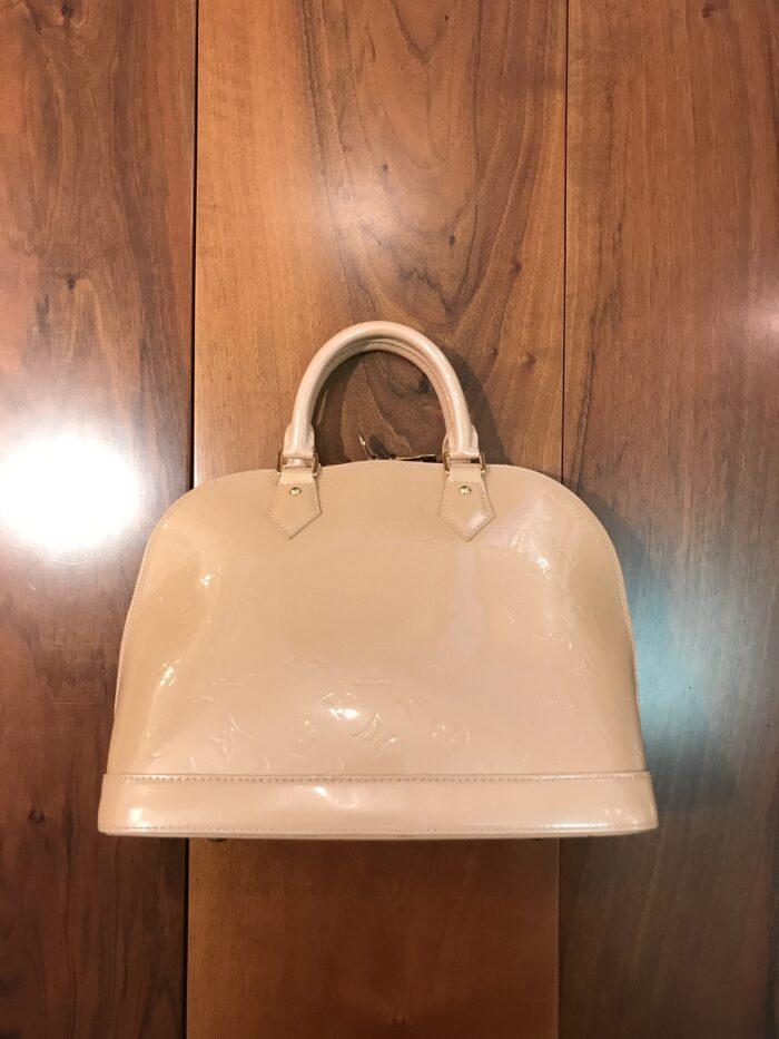Louis Vuitton modello Alma MM in vernice