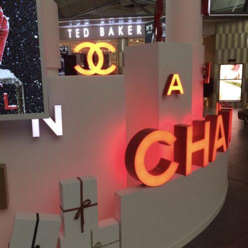 Chanel insegna lampada