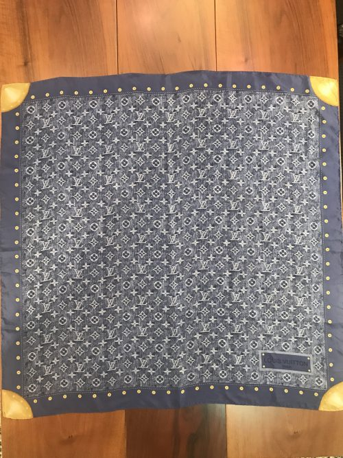 Louis Vuitton Foulard in seta Fantasia Monogram color Jeans
