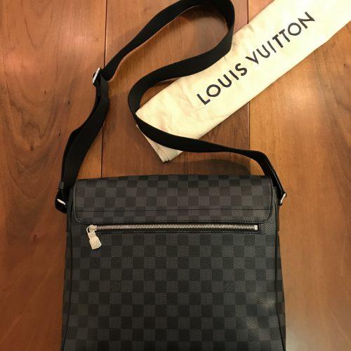 Louis Vuitton modello Tracolla District MM Damier Graphite