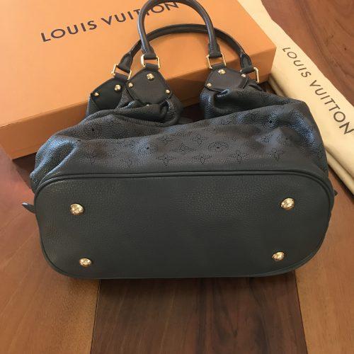 Louis Vuitton modello Mahina in Pelle martellata Perfored color Grigio Scuro